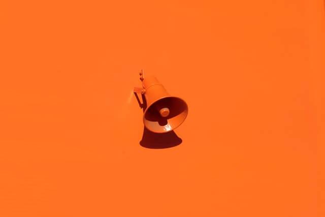 オレンジメガホン