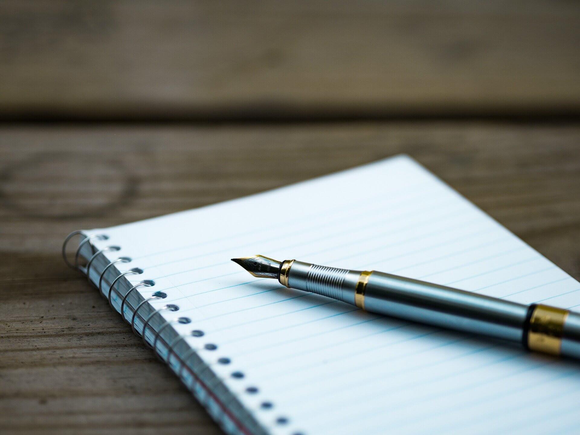 万年筆とメモ帳